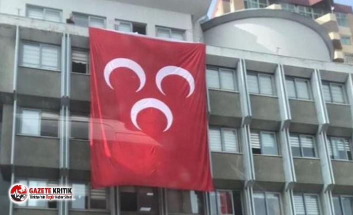 İYİ Partili belediye MHP bayrağı astı
