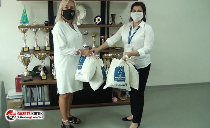 Kuşadası Belediyesi'nden yüz yüze eğitime başlayacak öğrencilere maske desteği!