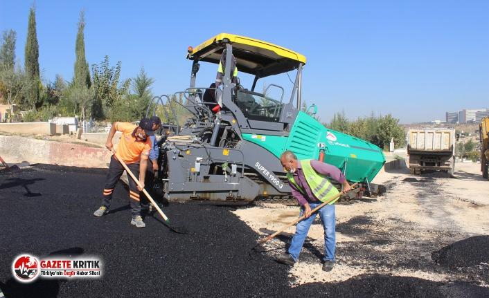 Güneykent Mezarlığı'nda sıcak asfalt çalışması