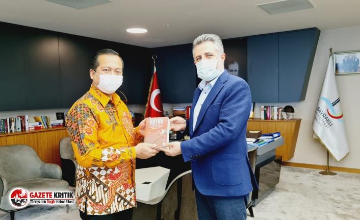 Başkan Sandal, Endonezya Büyükelçisi'ne 'Nutuk' hediye etti