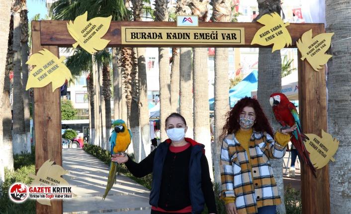 Büyükşehir'in stantlarını kadınlar el emeği ürünleriyle bezedi