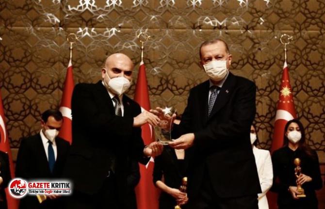 Hükümete yakın medyanın FETÖ'cü dediği isim Erdoğan'ın elinden ödül aldı
