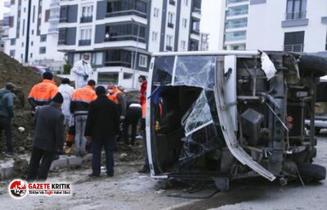Samsun'da belediye işçilerini taşıyan servis midibüsü devrildi: 2 ölü, 16 yaralı