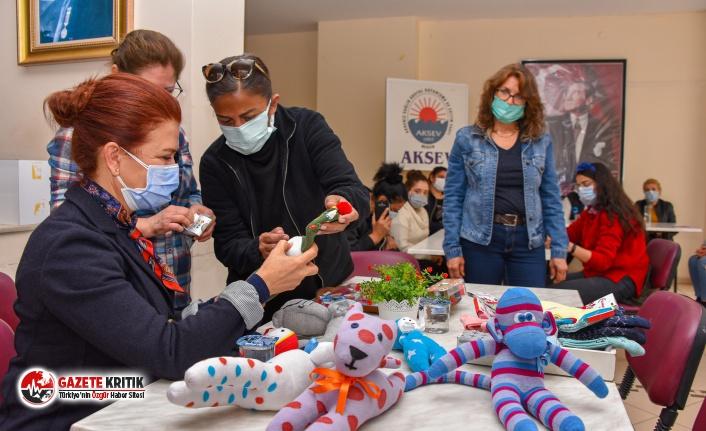 Mersin'li Kadınlar Çoraptan Oyuncaklar Yapıp, Üretime Katılıyor