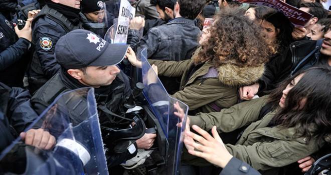Beyazıt'ta eylem yapan gruba polis müdahalesi
