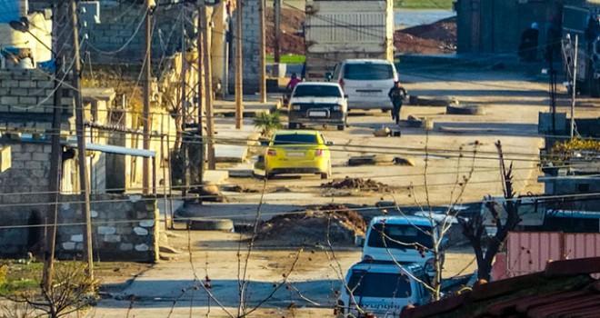PKK/YPG'li teröristler Rasulayn'da hendek kazmayı sürdürdü