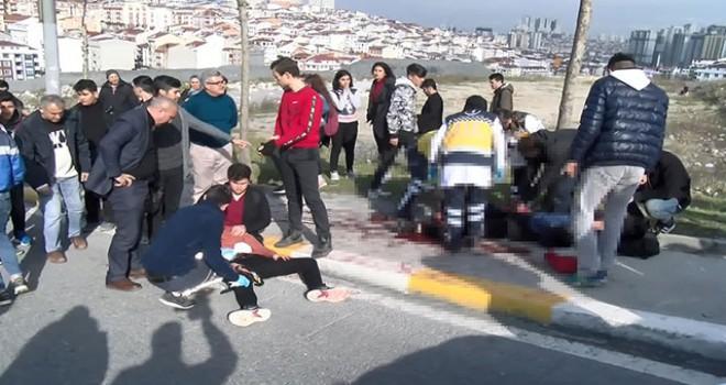 Esenyurt'ta okul önünde öğrenci kavgası: 2 öğrenci yaralandı
