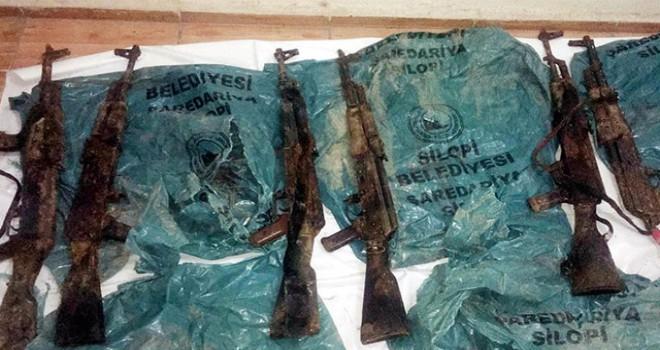Silopi'de toprağa gömülü 16 Kalaşnikof tüfek ele geçirildi