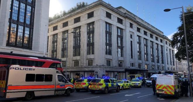Londra'da bıçaklı saldırı: Polisler olay yerinde