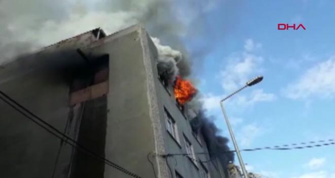 Sultangazi'de bir işyerinde yangın