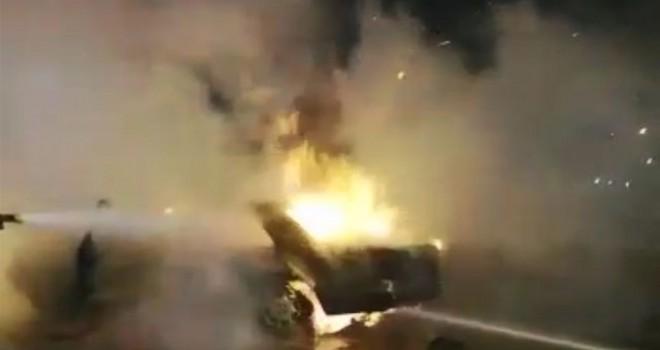 Kocaeli'de seyir halindeki otomobilin motoru alev aldı