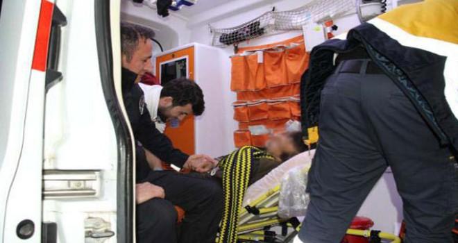 Alkolün etkisiyle düşerek yaralanan kişi, polisin elini tutarak, 'Beni bırakma ağabey' dedi