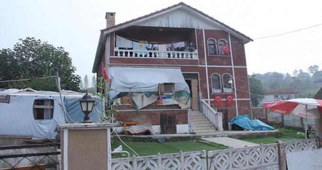 Yalova'da 2 katlı evde polis araması