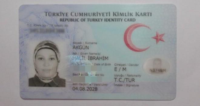 Annesinin fotoğrafını oğlunun kimlik kartına bastılar