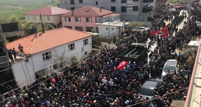 Sakarya'da şehide binlerce kişiyle veda