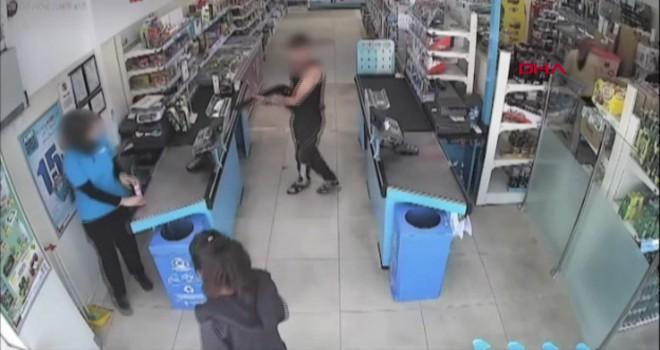 Sultangazi'de pompalı tüfekli market soygunu kamerada