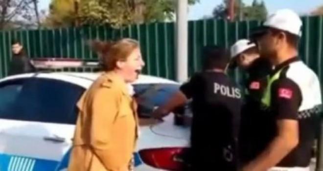 Ehliyetsiz araç kullanan öğretmenin çığlıkları polisi isyan ettirdi!