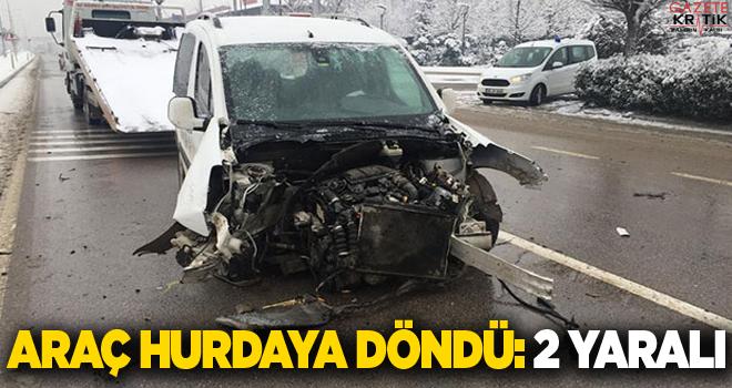 Hafif ticari araç ağaca çarptı; sürücü ile eşi yaralı