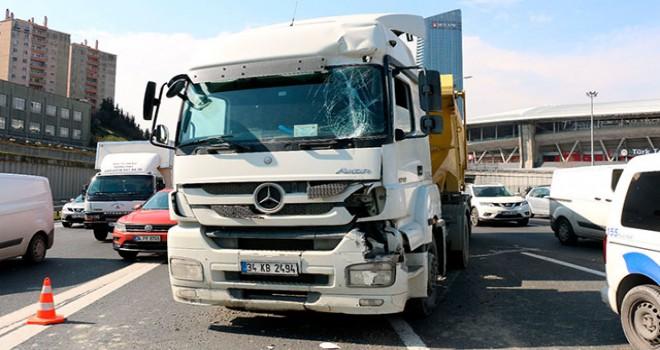 TEM'de kaza, trafikte aksamalar yaşanıyor