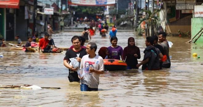 Endonezya'da sel, en az 42 ölü