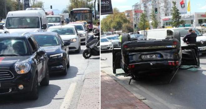 Beşiktaş'ta takla atan otomobil trafiği kilitledi