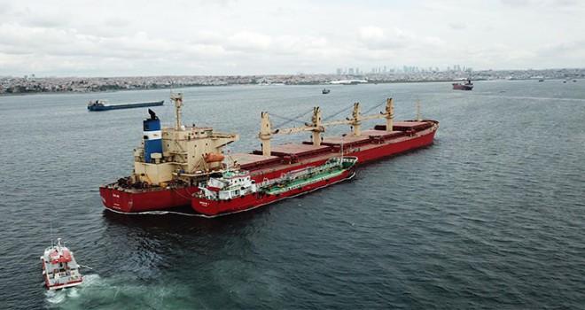 Gemiden taşan yakıt denize aktı