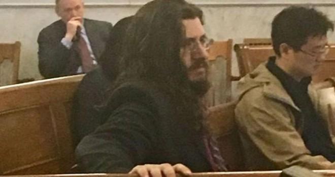 Oğullarını mahkeme kararıyla evden atıyorlar