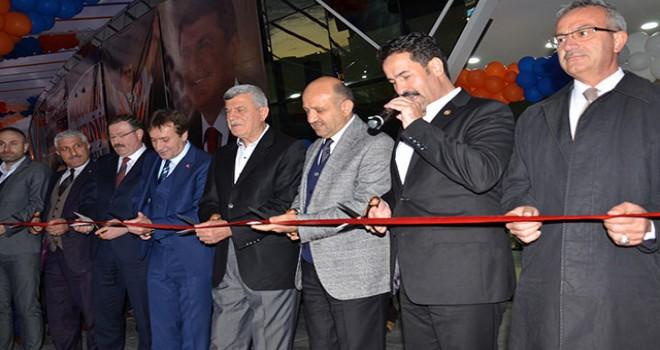 Naim Süleymanoğlu'nun adının verildiği kültür merkezi açıldı