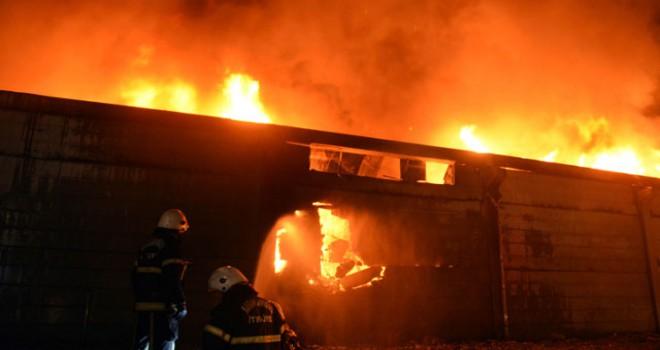Kahramanmaraş'ta tekstil fabrikasında yangın çıktı