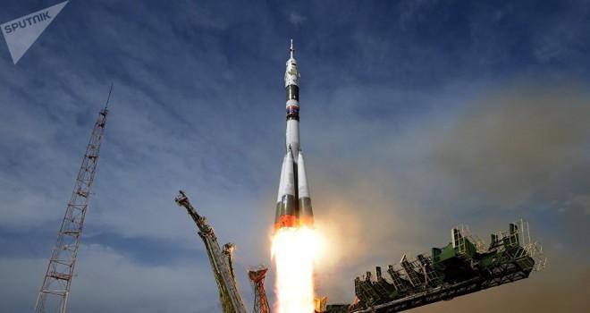 Roscosmos, acil iniş yapan Soyuz uzay aracının mürettebatının fotoğraflarını yayınladı