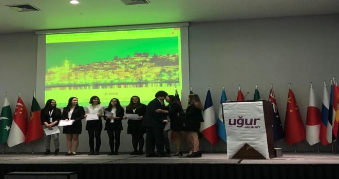 Öğrenciler dünya sorunlarına çözüm aradı