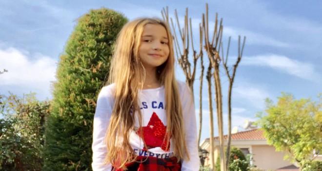 Alice Müzikali'nin minik yıldızı Ecrin Su Çoban'dan 'selfie günü' etkinliği