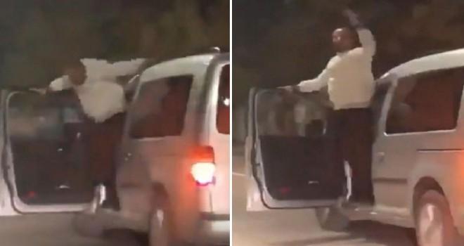 Seyir halinde aracının kapısını açıp dans eden sürücünün ehliyetine el kondu
