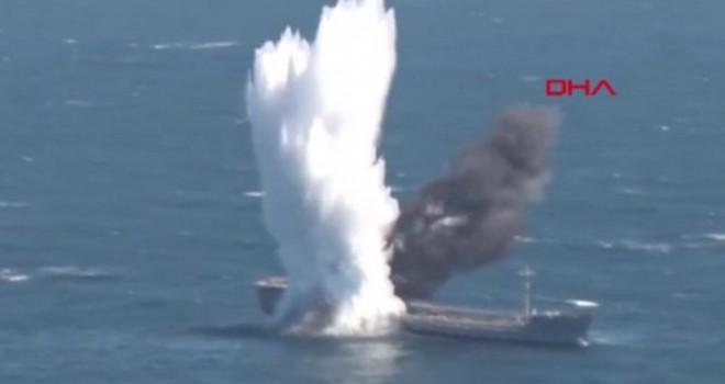 TCG YILDIRAY denizaltısı, gemiyi torpido atışı ile böyle batırdı