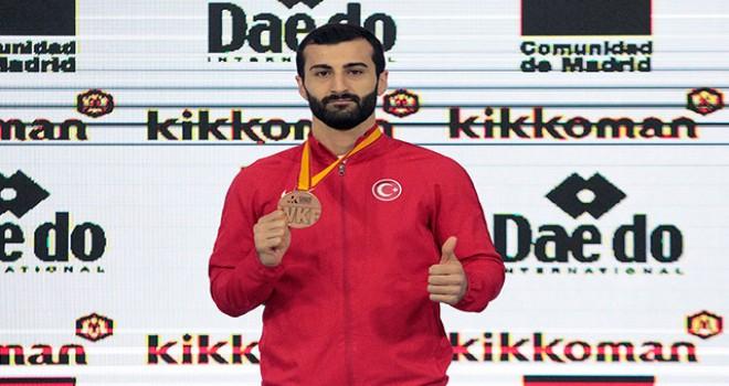 İBB'li Karateci Ali Sofuoğlu tarih yazdı