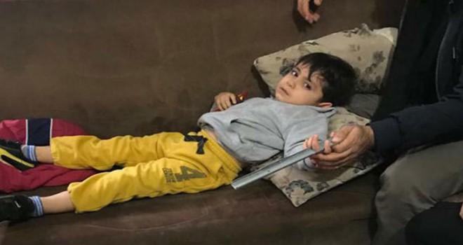 Çocuğun parmağı çekmece demirine sıkıştı, itfaiye kurtardı