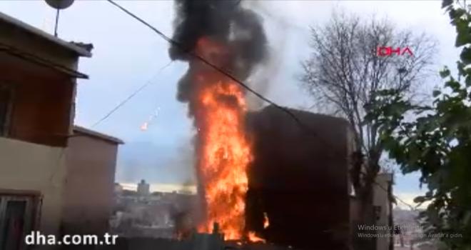 Gecekonduda çıkan yangın yandaki binaya sıçradı