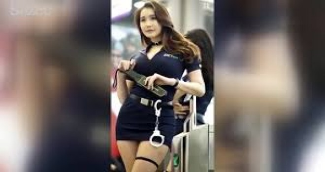 Bangkok Havalimanı'ndaki güvenlik görevlileri güzellikleriyle büyülüyor