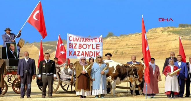 AK Parti İzmir İl Başkanlığı'nın 'Cumhuriyet' filmine büyük ilgi