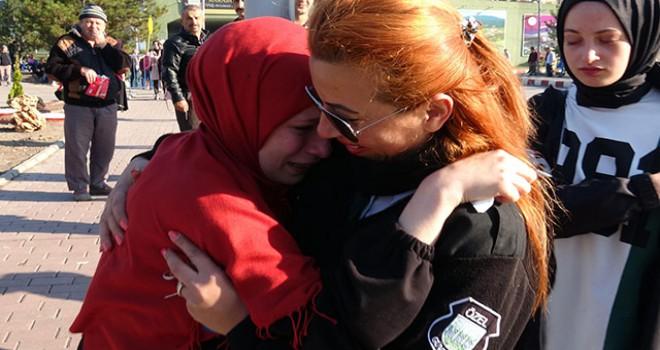 Kadın özel güvenlikçi, KPSS'ye geç kalanları motosikletiyle sınava yetiştirdi