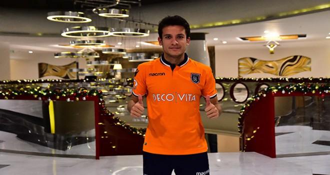 Medipol Başakşehir, Alican Özfesli'yi transfer etti
