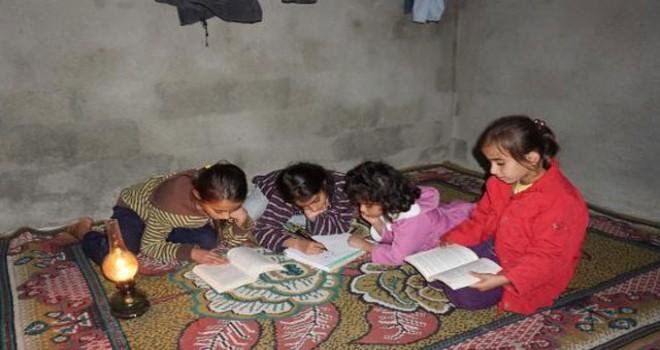 9 ailenin yaşadığı mezra elektriksiz