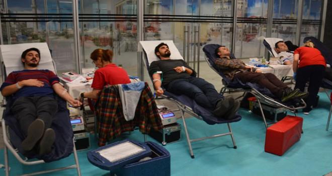 CK çalışanlarından Kızılay'a 'kök hücre ve kan bağışı'