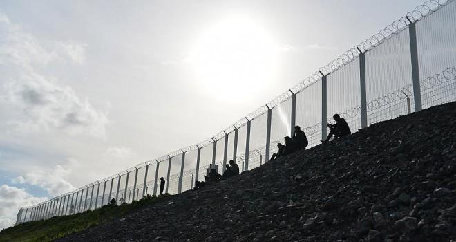 İngiltere sığınmacıları durduramadı… Donanma devreye giriyor!