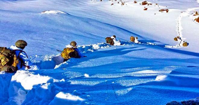 1 metre karda terör operasyonu
