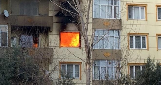 Kirayı isteyen ev sahibine kızdı, oturduğu daireyi ateşe verdi!