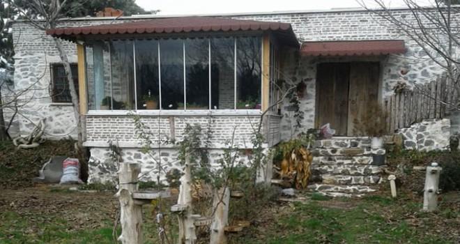 Belediye başkanının inşaat halindeki evine zarar verildi