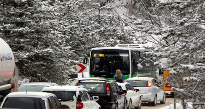 Abant yolunda kar ulaşımı durdurdu