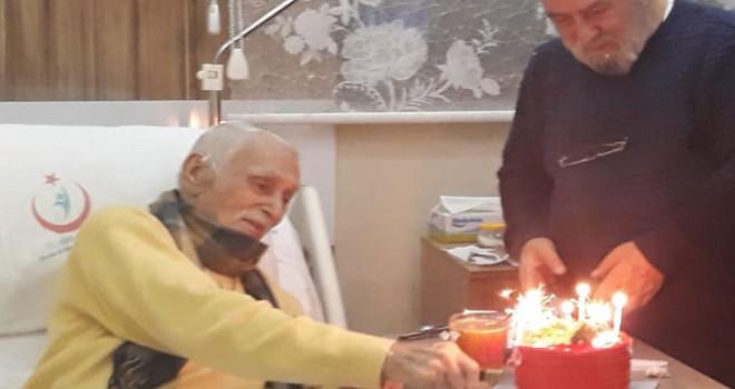 Usta oyuncu Eşref Kolçak'a hastane odasında sürpriz doğum günü