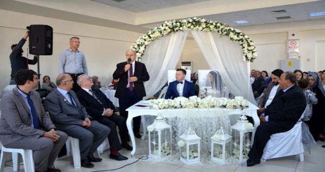 Nikahı Türk başkan kıydı, aile cüzdanını Fransız başkan verdi